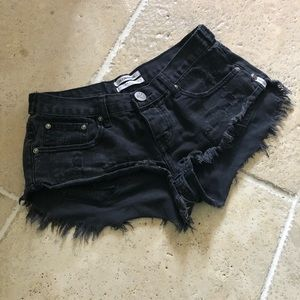 One Teaspoon Shorts - Oneteaspoon No 2's Black Distressed Shorts Daisy
